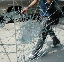Замена разбитых витрин