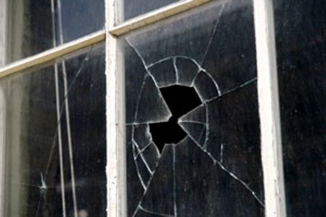 Вставка стекла в окно
