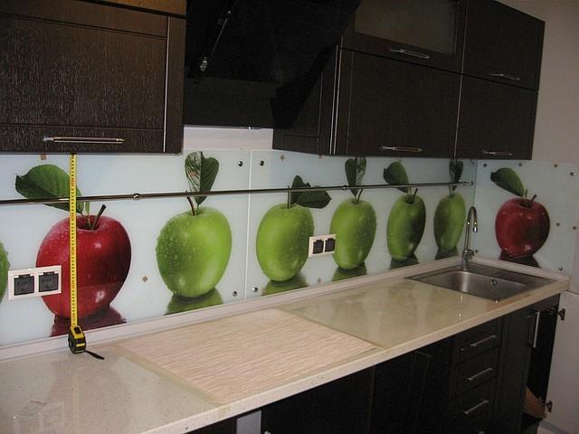 Скинали - стеклянные фартуки для кухни 7