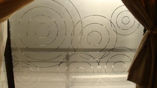 Закаленное стекло пескоструйная обработка